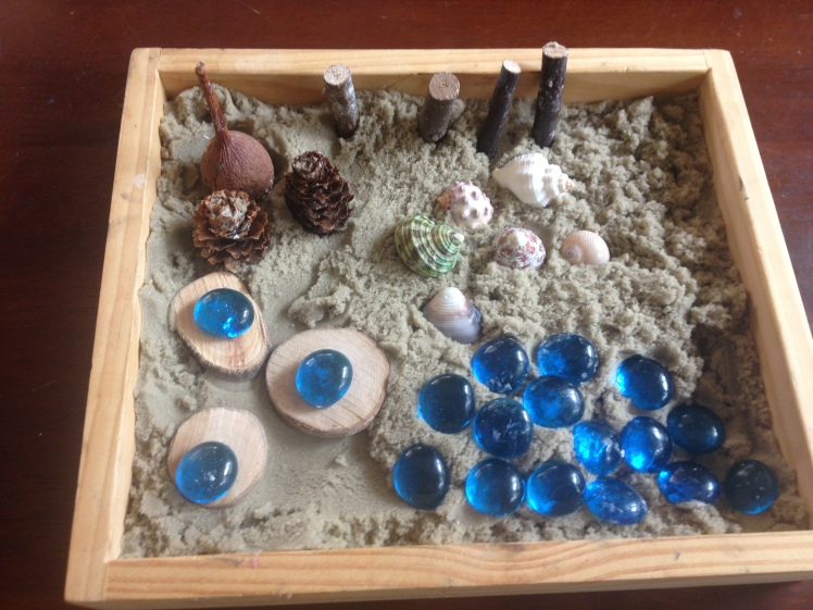 Kinetic sand loose parts