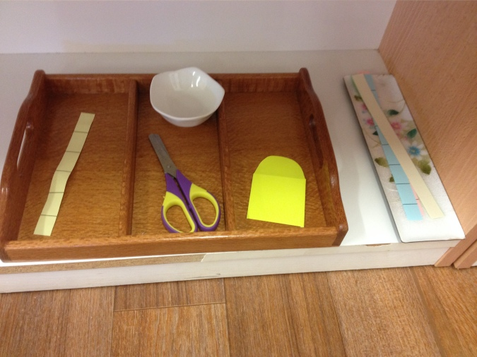 Toddler scissor cutting tray