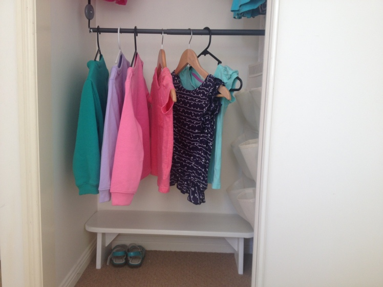 clothes-hanging-rack-for-toddler