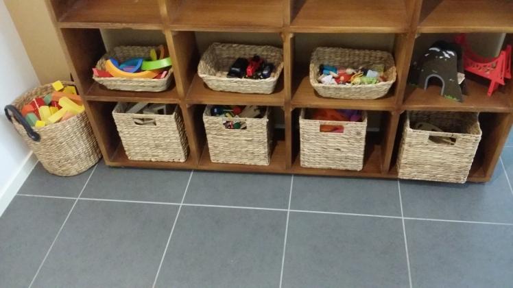 creative-play-shelf