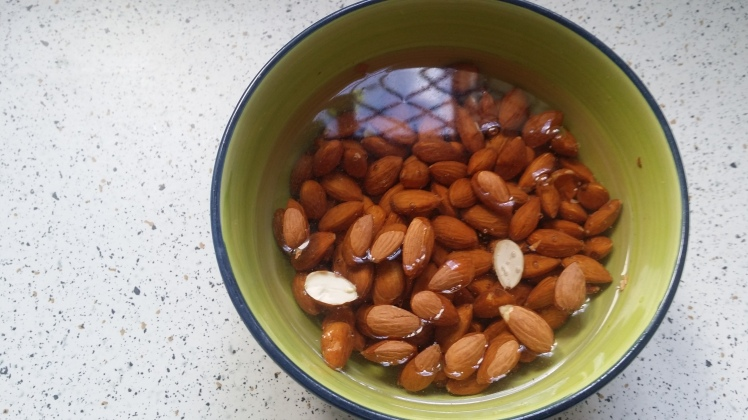 soaking-almonds-for-almond-milk