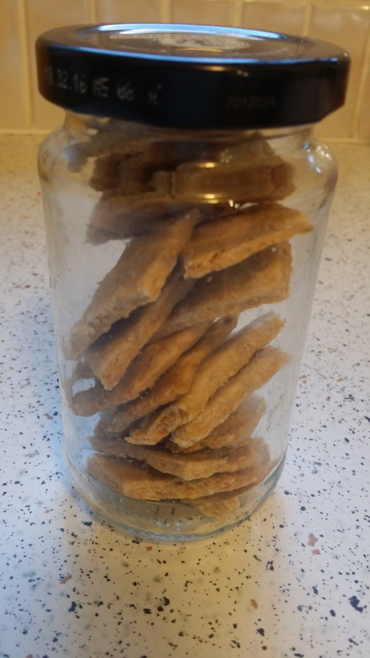 crackers-storage-in-a-glass-jar
