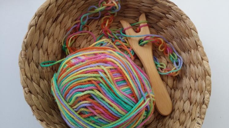 lucet knitting fork basket