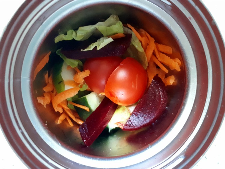 plant-based thermos food- mixed salads