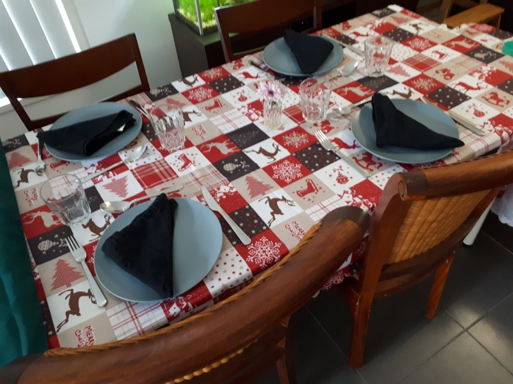 Christmas 2018 family gathering table set up