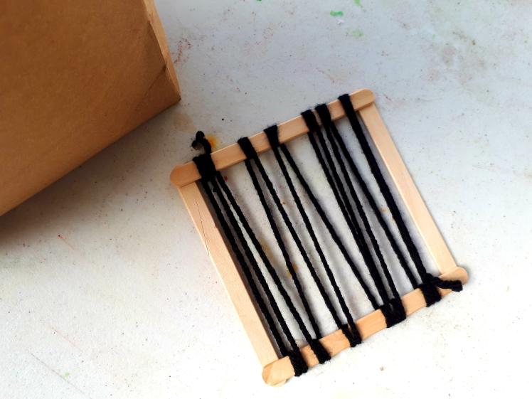 woden weaving frame for 3-6 year old children.jpg